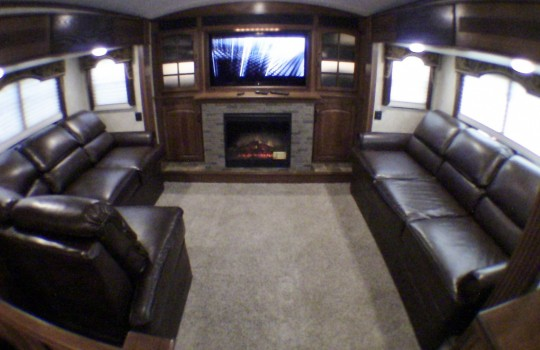 Rvs for sale by owner louisville ky for Front living room fifth wheel rv for sale